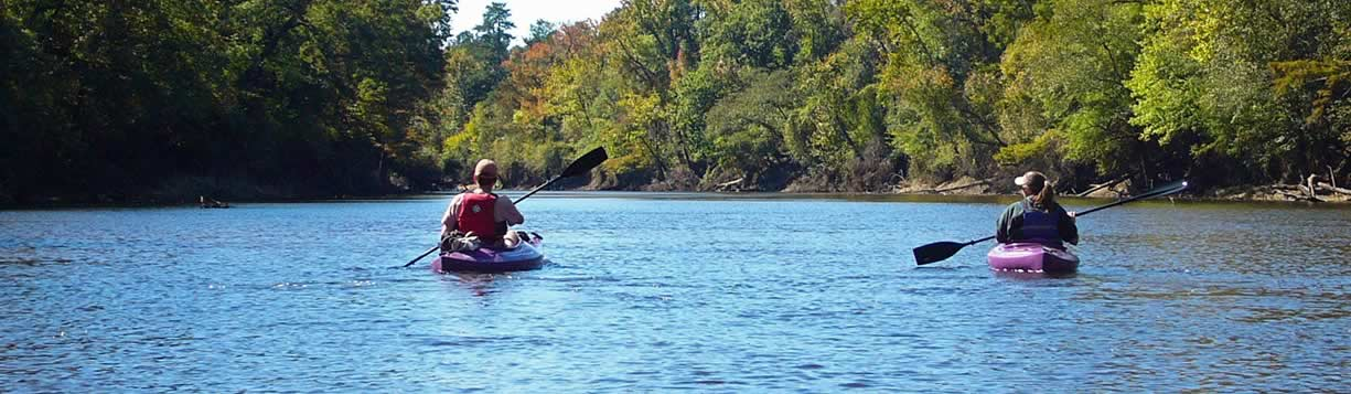 couple paddling on Pamlico-Tar River trail